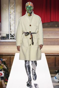 Vivienne Westwood Fall 2019 Ready-to-Wear Fashion Show Collection: See the complete Vivienne Westwood Fall 2019 Ready-to-Wear collection. Look 34 Vivienne Westwood, Plaid Suit, Fashion Show Collection, New Wave, Mannequins, Fashion Week, Catwalk, Ready To Wear, Vogue