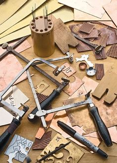 Learn how to use a jewelers saw to make jewelry. #jewelrymakingmetals
