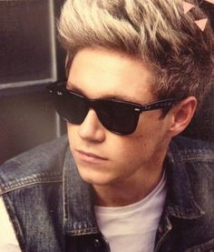 Image discovered by Maii. Find images and videos about one direction, niall horan and on We Heart It - the app to get lost in what you love. Ray Ban Sunglasses Outlet, Ray Ban Outlet, Wayfarer Sunglasses, Sunglasses 2016, Pink Sunglasses, Round Sunglasses, Mirrored Sunglasses, One Direction, Zayn Malik