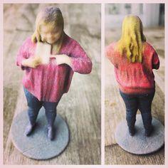 Sou eu em - 3D - printed me ! #3dprinted #3dprinting #happyfriday #serdiferenteénormal #inclusion #downsyndrome #sindromededown #awesome #euzinha #downsyndromeawareness #t21 by tathipiancastelli