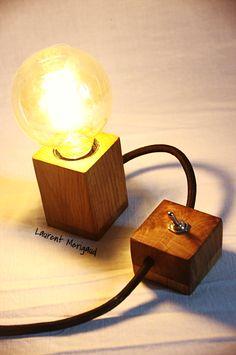 Lampe cube en chêne - laurentmerigaud.fr