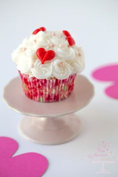 valentines day cupcakes with make ahead frozen buttercream cake decorations