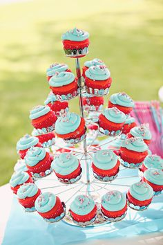 Hot pink & tiffany blue cupcakes! I definitely want to do this!!! This is soo cute!!