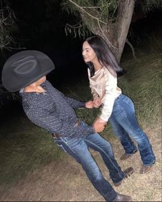 Cute Couple Dancing, Cute Couple Videos, Cute Couple Pictures, Cowgirl Style Outfits, Western Outfits Women, Cute Country Couples, Cute Couples Goals, Couple Goals Relationships, Cute Relationship Goals