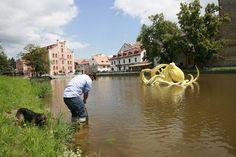 Viktor Palúš: Žlutá chobotnice Eliška (Elisabeth, the yellow octopus) at the Art in the City in České Budějovice (2012)