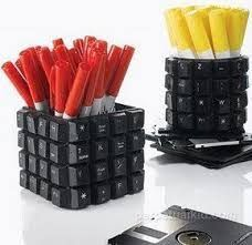 I have so many old keyboards, great idea for the computer geeks in your life. - Chicken Recipes - I have so many old keyboards, great idea for the computer geeks in your life…recycled pencil cup - Keyboard Keys, Computer Keyboard, Computer Tips, Computer Technology, Recycled Crafts, Diy And Crafts, Diys, Pencil Cup, Deco Originale