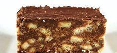 2 el kakao, 250 g margarien 500 g versiersuiker 1 tl vanilla essence 1 pak marie koekies 1 groot eier. Fudge Recipes, Baking Recipes, Cookie Recipes, Dessert Recipes, Kos, Ma Baker, Fridge Cake, Homemade Sweets, South African Recipes