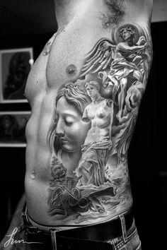 Jun Cha é um tatuador coreano, nascido em 1989 e formado pela Art Center College of Design na turma de 2010. Um incrível jovem artista, que começou a tatuar por volta dos 15 anos e atualmente tem 23 anos, é considerado um veterano no mundo da tatuagem por diversos outros tatuadores. Seu trabalho impecável no estilo preto e cinza atrai diversos clientes da região de Los Angeles e de fora…