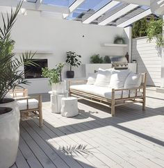 :: Coastal Home Decor Pins 102 :: White outdoor sitting area perfect for entertaining and relaxing Indoor Outdoor Living, Outdoor Areas, Outdoor Rooms, Outdoor Decor, Outdoor Sitting Areas, Outdoor Dining, Backyard Beach, Balkon Design, Patio Interior