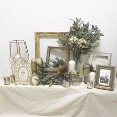 Wedding Table Flowers, Wedding Reception Tables, Wedding Decorations, Table Decorations, Wedding Welcome Table, Space Wedding, Wedding Images, Living Room Designs, Wedding Planning