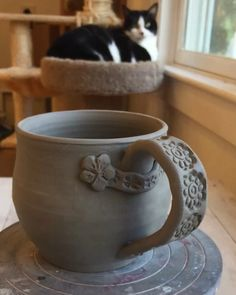 Newest Pic Slab pottery videos Tips Floral stamps and appliqué added to Stoneware pottery mug. Hand Built Pottery, Thrown Pottery, Slab Pottery, Pottery Mugs, Ceramic Pottery, Pottery Art, Pottery Studio, Pottery Gifts, Clay Mugs