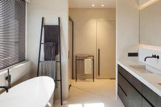 Woning VV   AP/ART Architecten Contemporary Baths, Bathroom Goals, Bath Vanities, Interior Inspiration, Kitchen Remodel, Sweet Home, New Homes, Bathtub, Ap Art