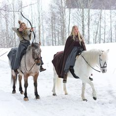 """❄️✨ I wish I could go on epic adventures with @sophieshorsetales every single day⚔️ Sophie and I have been wearing our @klesarven riding skirts every day that she's been here. Pretty cool to have a """"riding skirt party"""""""