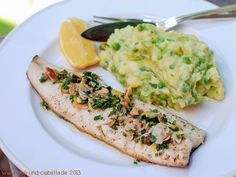Trout topped with almond-chives-butter and mashed potatoes with peas (Chili & Ciabatta)