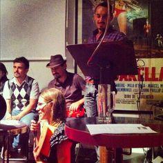 La ballata dei precari da @altroquando a suon di ukulele con la Anaka Band.