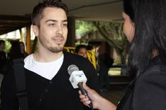 """campanha """"Quanto Custa o Brasil Pra Você?"""" no campus da UnB."""