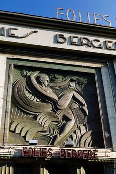 The Folies Bergère cabaret opened in 1869 and has hosted hundreds of different acts. It underwent a much needed renovation in 2012, but still maintains it's signature art deco design.    ᘡղbᘠ