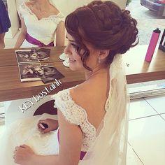 2015 Örgü topuz gelin saç modeli örneği ile bir çok geline referans olmuştur. Örgü modeller bu sene gelinlerimizin tercihi. Örgü modeli saçınızı dolgun bir görünüm veriyor. #gelinsaç #gelinsaçmodelleri #düğün #saçmodelleri http://gelinsaçmodelleri.com/2015/08/28/2015-gelin-sac-modelleri/2