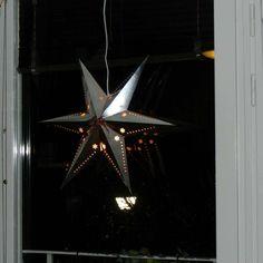 Hjemmelaget adventstjerne i sølvbelagt papir  #advent #jul #christmas #julestjerne #christmasstar
