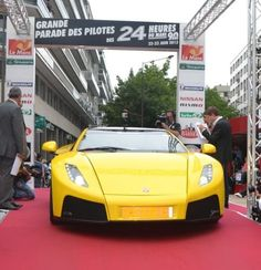 Nos encanta ver al superdeportivo español GTA Spano de nuevo por las calles de Le Mans