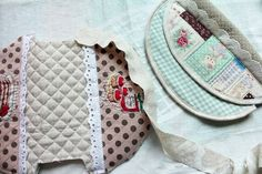 How to make a cute quilted zippered makeup bag!   DIY Pattern & Tutorial in Pictures. Квилтинг косметичка. МК.