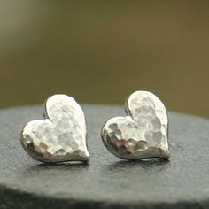 Large Hammered Heart Earrings in Sterling Silver #sterlingsilverbrooches
