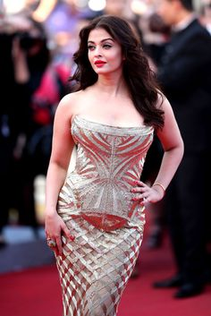 Aishwarya Rai Bachchan is seen here walking the red carpet at the premiere of the movie 'Deux Jours, Une Nuit'. Dressed in a strapless Cavalli gown, Aishwarya looked gorgeous as always, at the Cannes International Film Festival. Aishwarya Rai Cannes, Aishwarya Rai Photo, Actress Aishwarya Rai, Aishwarya Rai Bachchan, Aishwarya Rai Baby, Indian Celebrities, Bollywood Celebrities, Bollywood Fashion, Beautiful Bollywood Actress