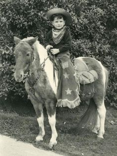 Too cute cowpoke :) Vintage Cowgirl, Vintage Horse, Vintage Children Photos, Vintage Kids, Vintage Images, Little Cowboy, Cowboy And Cowgirl, Old Pictures, Animal Pictures