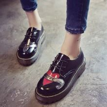 Style britannique Oxford Chaussures Pour Femmes Harujuku Coeur Imprimer Bout Rond Creepers Plate-Forme Muffins Casual Chaussures Dames En Cuir Appartements(China (Mainland))