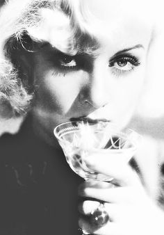 carole lombard ☽ photographie portrait actrice (vintage cocktail coupe glass) actress
