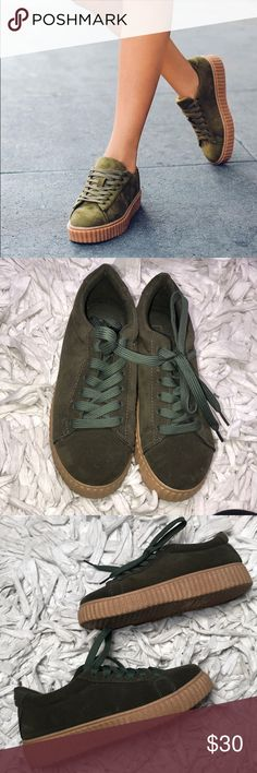 🔥Olive Green Creepers! 🔥 The perfect fall combo with the olive faux suede upper and tan lower! Kept in a smoke and pet free environment. Size 7 runs true to size. Kept in excellent condition, no flaws rips tears holes or scuffs. Worn just a few times. Soles are in excellent condition. Accepting all reasonable offers. This is a hot item!! Hot Topic Shoes Platforms