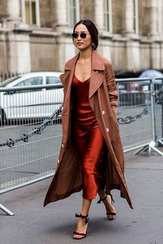 winter outfit ideas We look at the best street style looks of day three of Paris fashion week of spring/summer Leave it to Paris to boast these sartorial gems. Fashion Moda, Trendy Fashion, Fashion Beauty, Fashion Outfits, Fashion Tips, Fashion Trends, Women's Fashion, Lifestyle Fashion, Chic Fashion Style
