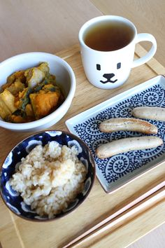 lunch on Thu. 12 Mar. 2015: grilled Shiso sausages, leftover braised pumpkin, unmilled rice, toasted Bancha tea