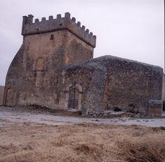 La Torre di Pandolfina  a Sambuca di Sicilia ( Agrigento ). Costruita non più tardi della seconda metà del XIII secolo, in posizione strategica e vitale per l'intera Valle di Zabut.
