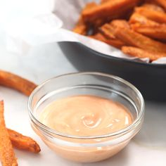 Sweet Potato Fries Baked Sweet Potato Fries - So easy to make and tastes absolutely delicious! Healthy, crispy and full of flavor.Baked Sweet Potato Fries - So easy to make and tastes absolutely delicious! Healthy, crispy and full of flavor. Sweet Potato Fries Healthy, Healthy Potato Recipes, Healthy Snacks, Sweat Potato Fries, Healthy Fries, Sweet Potato Wedges, Potato Chips, Fast Food, Fried Potatoes