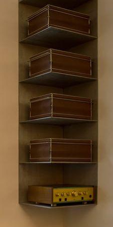Attirant Corner Shelf