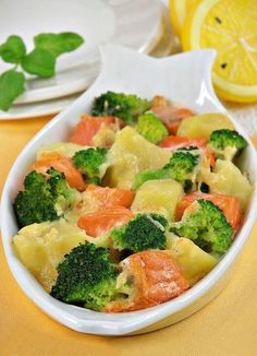 Salmon with broccoli and cheese Baked Salmon Recipes, Fish Recipes, Seafood Recipes, Healthy Dinner Recipes, Cooking Recipes, Fish And Meat, Vegan Kitchen, Broccoli And Cheese, Proper Nutrition