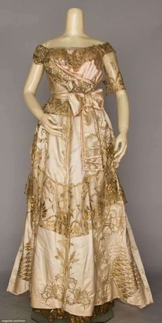 North America's auction house for Couture & Vintage Fashion. Augusta Auctions accepts consignments of historic clothing and textiles from museums, estates and individuals. Old Dresses, Pretty Dresses, Vintage Dresses, Vintage Outfits, Belle Epoque, Edwardian Fashion, Vintage Fashion, 20th Century Fashion, Vintage Inspired Outfits