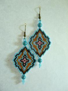 """Boucles d'oreilles en tissage Brick Stitch, style """"Vintage"""" bleu et marron : Boucles d'oreille par laurette-perles-creation"""