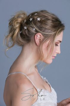 Use a handful of these simple mini hair combs to create a cluster of flowers in your hairstyle or use a single piece to add a hint of sparkle. Flower Hair Clips, Flowers In Hair, Mushroom Hair, Soho Style, Wire Headband, Butterfly Hair, Rose Hair, Hair Claw, Bridesmaid Hair