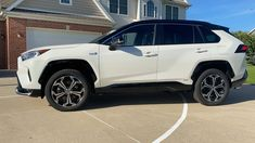Used Toyota Corolla, Toyota Used Cars, Sw4 Toyota, Toyota Hilux, Best Suv Cars, Best Cars For Women, Toyota Rav4 Hybrid, Lux Cars, Mustang Fastback