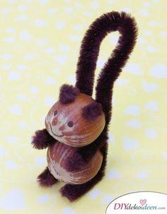 Tinker autumn decoration - Great DIY craft ideas for the beginning of autumn- Herbstdeko basteln – Tolle DIY Bastelideen zum Herbstanfang Tinker autumn decoration -DIY Craft ideas – Acorn Squirrel tinker - Autumn Crafts, Fall Crafts For Kids, Nature Crafts, Diy For Kids, Crafts To Make, Diy Crafts, Summer Crafts, Acorn Crafts, Pine Cone Crafts