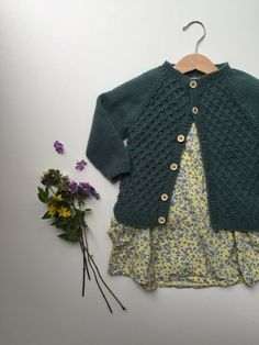 Ravelry: Carl's Cardigan pattern by PetiteKnit Kids Knitting Patterns, Knitting For Kids, Knitted Baby Cardigan, Cardigan Pattern, Baby Sweaters, Little Girl Dresses, Kids Fashion, Fashion 2020, Kids Outfits