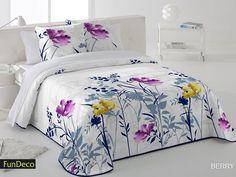 Colcha Bouti Berry Fundeco, con un elegantísimo diseño de estilo floral que sin duda alegrará nuestro dormitorio.