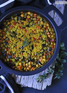 Te explicamos paso a paso, de manera sencilla, la elaboración de la receta de cazuela de arroz especiado de verduras y garbanzos. Ingredientes, tiempo de ela...