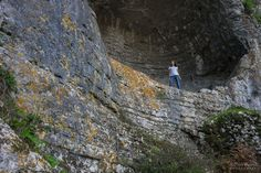 Caminhada por terras de Sicó - Viagens à Solta Trekking, City Photo, Rocky Mountains, Drop, Walking, Sidewalk, Places, Traveling, Hiking