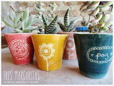 Cerámica y Diseño-Tres Margaritas Clay Art, Pattern Art, Art Projects, Polymer Clay, Planter Pots, Carving, Pottery, Tableware, Ideas Para