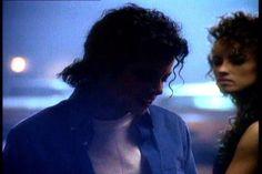 Michael Jackson, Shakira e Rhianna e Jamiroquai dançando sem música nos video clipes