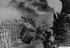 Οι λόγοι που η Σοβιετική προπαγάνδα σκηνοθέτησε τη φωτογραφία της νίκης στην ταράτσα του Reichstag στο Βερολίνο