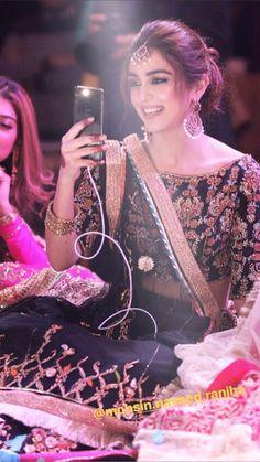 A beautiful shot! again captured beautifully adorning Jewels. Pakistani Bridal, Pakistani Dresses, Indian Bridal, Desi Wedding, Wedding Looks, Wedding Wear, Picsart, Maya Ali, Mehndi Dress